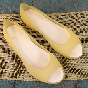 Crocs yellow Carlie ballet flats with open toe
